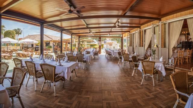 Restaurante Victoria pisicina tarde
